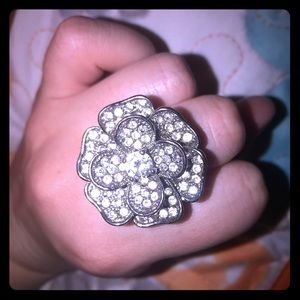 🌸Rhinestone and diamond flower shaped ring silver